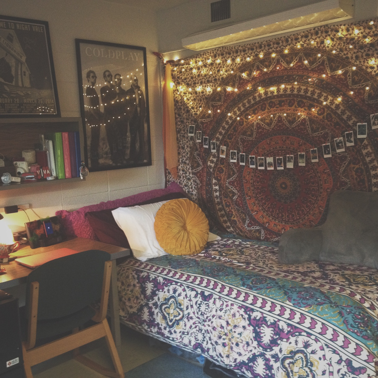 Dorm decorating ideas by style society19 - College room decor ideas ...