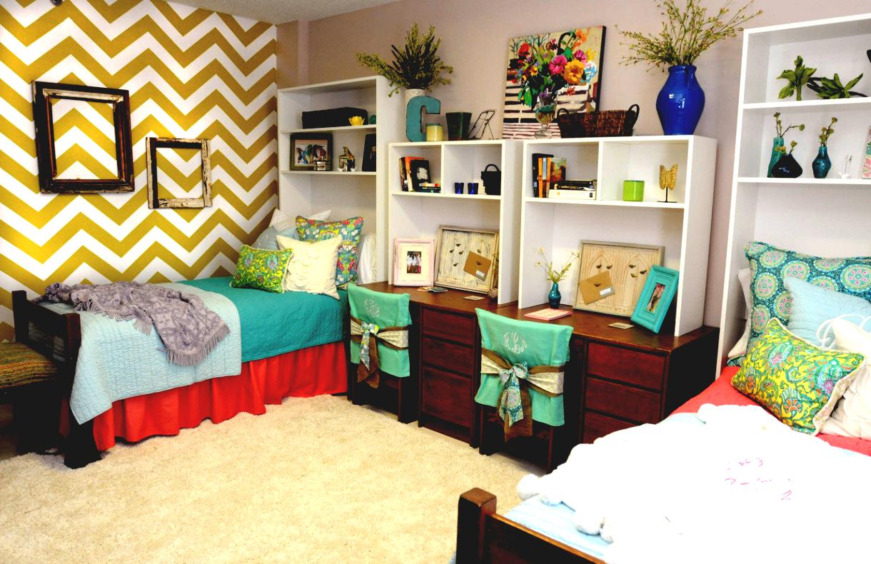 Top 10 places to shop for dorm decor society19 - College living room decorating ideas for students ...